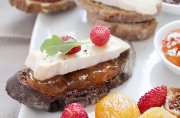 Crunchy Petit Camembert bites