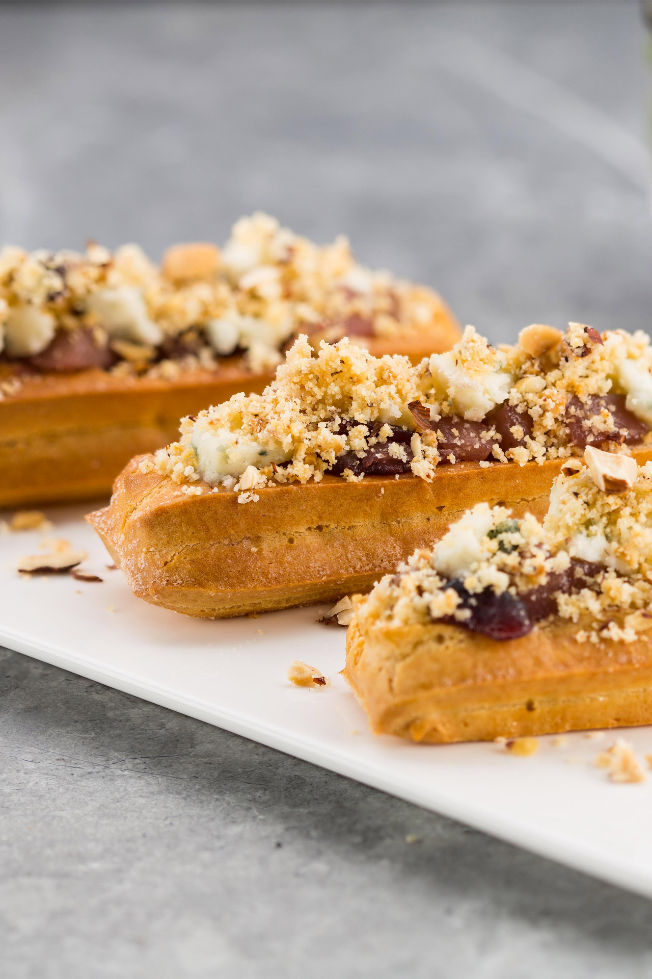 Mini eclairs with Roquefort