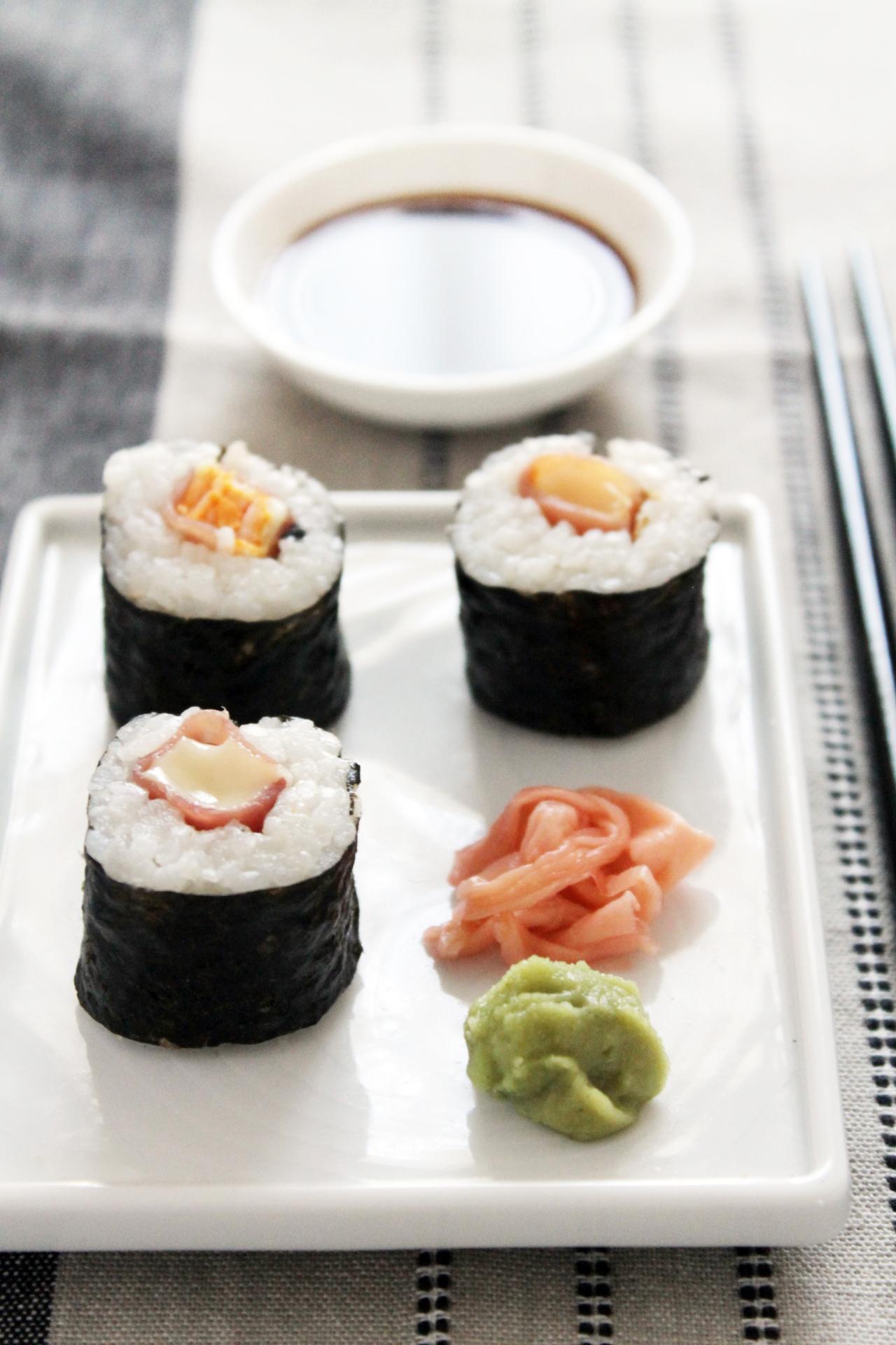 プチブリーと生ハムの巻き寿司