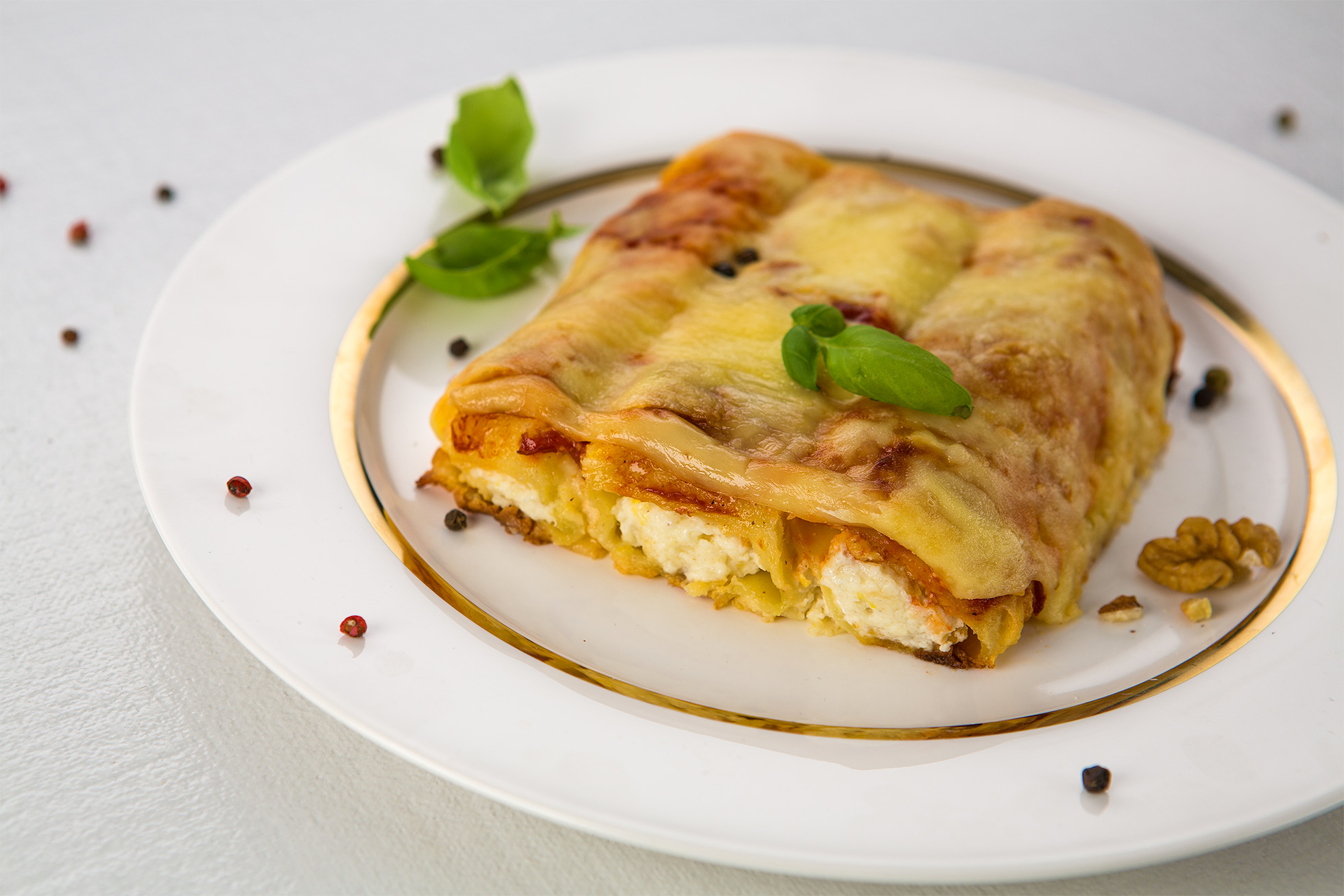 Cannelloni stuffed with goat Ile de France cheese and walnuts