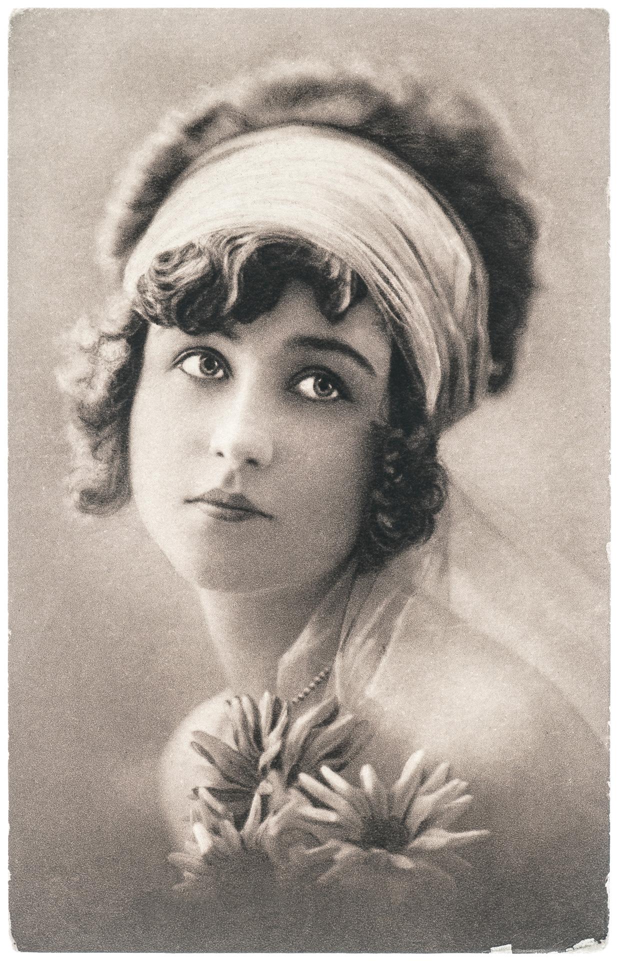 Woman with an elegant makeup
