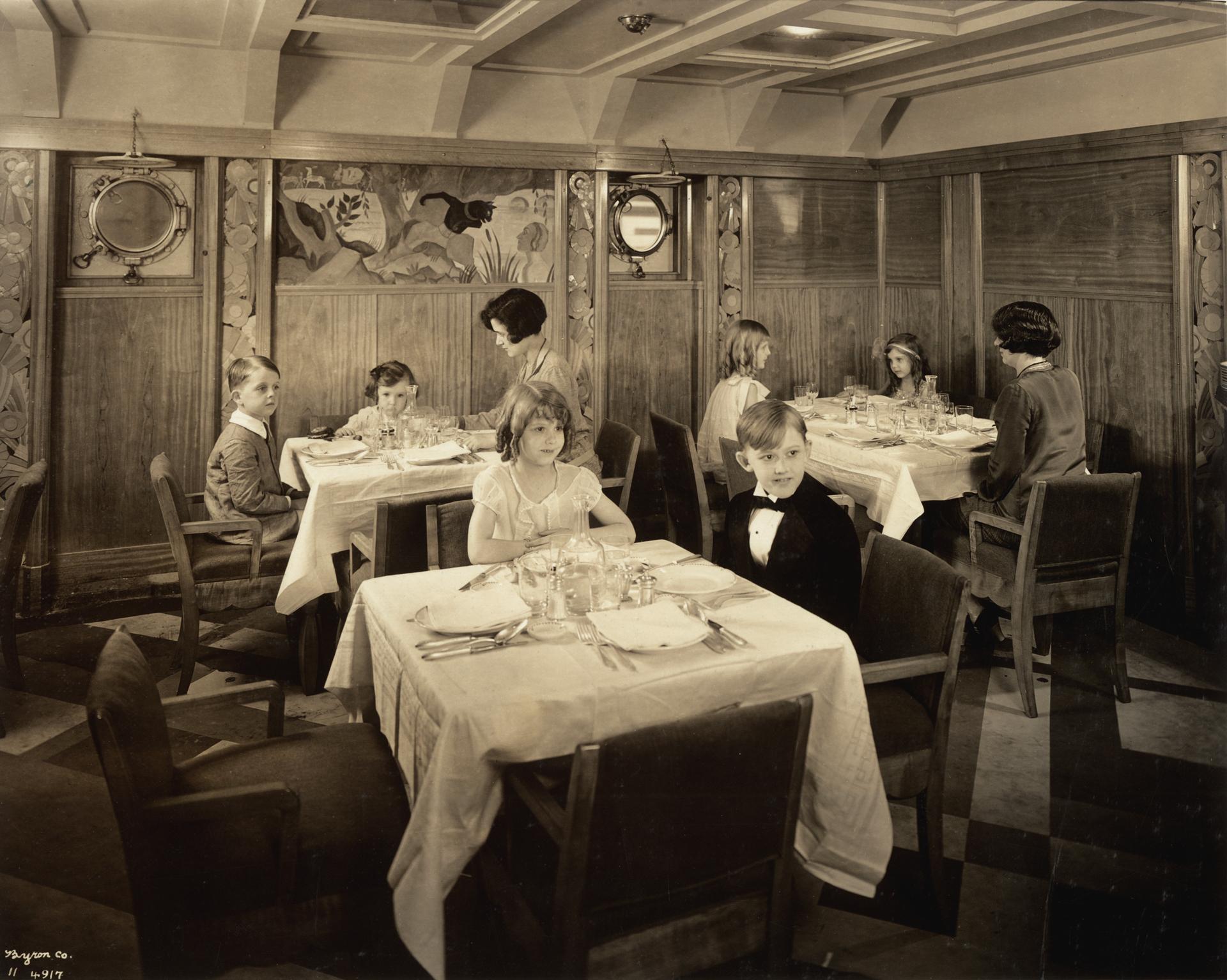 Women and children sitting in a restaurant