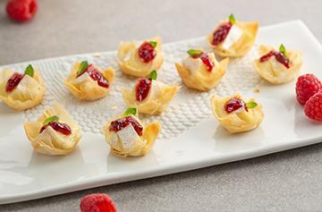 Mini tarts with Petit Camembert and raspberry jam