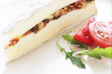 Pastel de queso brie al estilo mediterráneo