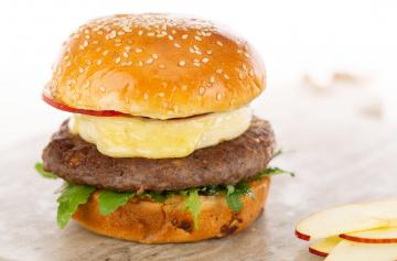 Burger with apples and Petit Brie