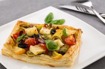 Mediterranean tart with Petit Camembert