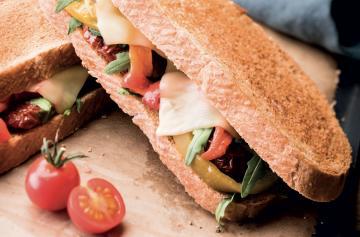 ILE DE FRANCE® Charmidor in a sandwich