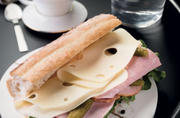 ILE DE FRANCE® Normantal in a sandwich