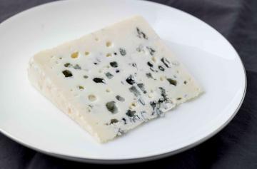 ILE DE FRANCE® Roquefort on a plate