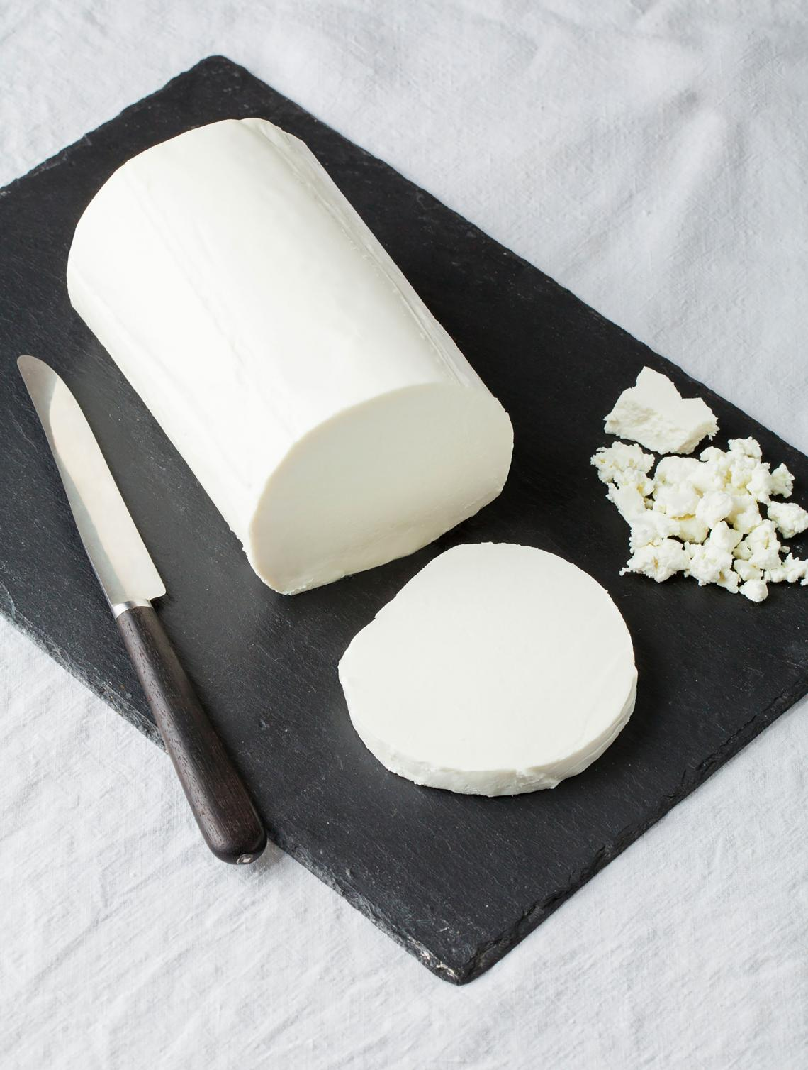 ILE DE FRANCE® Chèvre on a plate