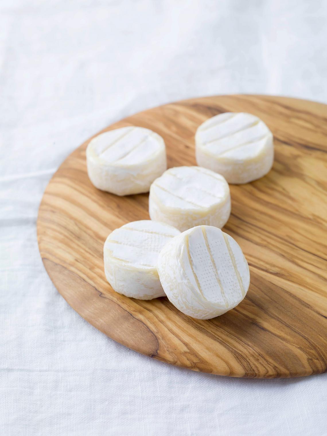 ILE DE FRANCE® Mini Brie on a plate