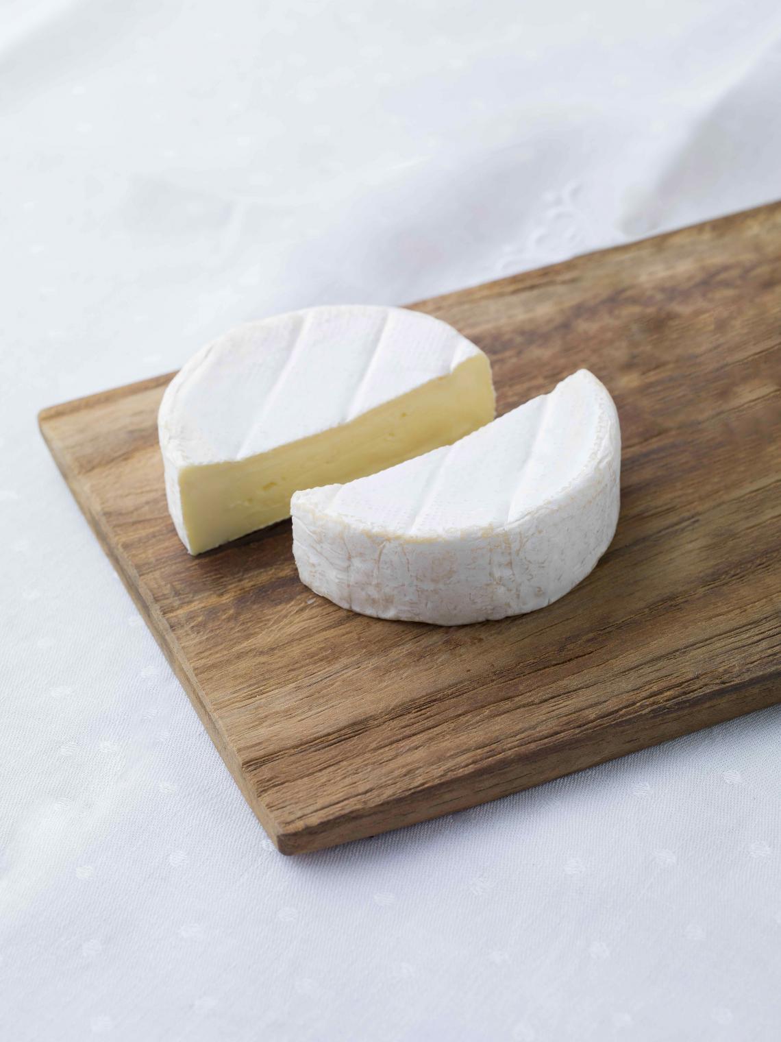 ILE DE FRANCE® Petit Brie on a plate