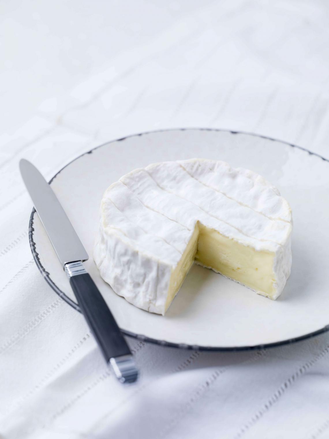 ILE DE FRANCE® camembert on a plate
