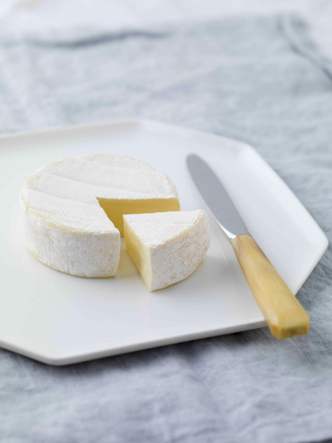 ILE DE FRANCE® petit camembert on a plate