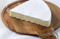 ILE DE FRANCE® Brie on a plate